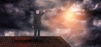 Złożony wizerunek tylni widok poważna biznesmen pozycja, writing i Zdjęcie Stock
