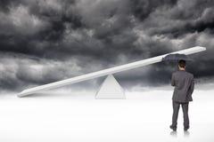Złożony wizerunek tylni widok z klasą biznesmena mienia popielaty parasol Zdjęcia Royalty Free