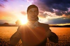 Złożony wizerunek uśmiecha się serce kartę i trzyma geeky biznesmen Obraz Stock