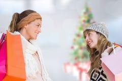 Złożony wizerunek uśmiechnięte kobiety patrzeje each inny z torba na zakupy Obrazy Stock