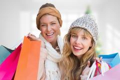 Złożony wizerunek uśmiechnięte kobiety patrzeje kamerę z torba na zakupy Fotografia Royalty Free