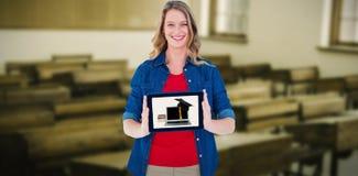 Złożony wizerunek uśmiechnięty kobiety mienia pastylki komputer osobisty Obrazy Stock