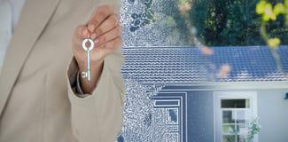 Złożony wizerunek w połowie sekcja żeński wykonawczy pokazuje nowego domu klucz obraz stock