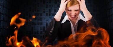 Złożony wizerunek zaakcentowany bizneswoman z rękami na ona kierownicza Obraz Stock