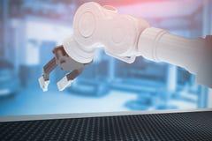 Złożony wizerunek zbliżenie metalu pazur mechaniczna ręka 3d Obraz Royalty Free