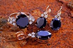 Złociści kolczyki, breloczek i pierścionek, Fotografia Stock