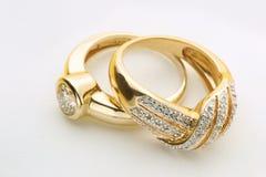 Złociści pierścionki z diamentem Zdjęcia Stock