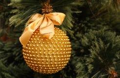 złoci balowi boże narodzenia Fotografia Royalty Free