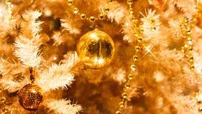 Złoci boże narodzenie ornamenty Fotografia Stock