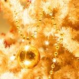 Złoci boże narodzenie ornamenty Zdjęcia Royalty Free