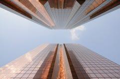 złoci Dubai drapacz chmur fotografia stock
