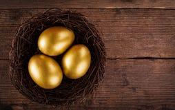 Złoci jajka w gniazdeczku Zdjęcie Stock