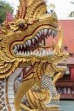 Złoci smoki chroni świątynię Fotografia Stock