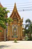 Złoci wrota Buddyjska świątynia i monaster przy zakazu szpuntu Sam Phan Nok, Phetchabun, Tajlandia obraz royalty free