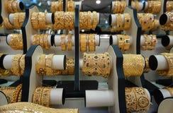 Złocista biżuteria przy Dubaj złotem Souk zdjęcie royalty free
