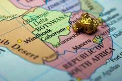Złocista bryłka i mapa Południowa Afryka Zdjęcie Royalty Free
