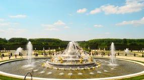 Złocista fontanna w Paryż obraz stock