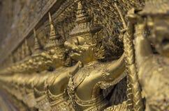 Złocista rzeźba Wat Pho w Bangkok, Tajlandia fotografia stock