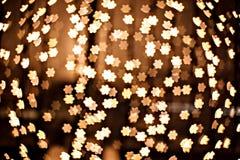 Złociste gwiazdy jako defocused kolor żółty błyskają Zdjęcie Royalty Free