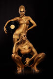 Złocisty Bodyart. Barwić. Złote kobiet sylwetki z Retro Winylowymi rejestrami nad czernią. Kreatywnie sztuki pojęcie fotografia royalty free