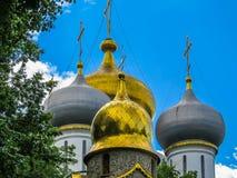 Złociste kopuły Rosyjski kościół Fotografia Royalty Free