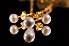 złociste perły obrazy royalty free