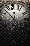 Złocisty błyszczący 2019 nowy rok tło z zegarem royalty ilustracja