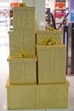 Złocisty bożego narodzenia pudełko Zdjęcie Royalty Free
