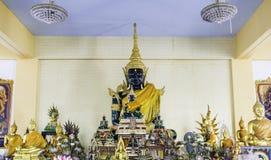 Złocisty Buddha w świątyni przy Thailand zdjęcia stock