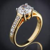 Złocisty diamentowy pierścionek Zdjęcia Royalty Free