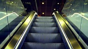 Złocisty eskalator Iść Up zbiory wideo