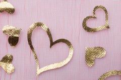 Złocisty koloru serce kształtujący Zdjęcia Stock