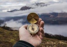 Złocisty kompas patrzeje północ fotografia royalty free