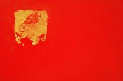Złocisty liść na Czerwonym Bacground Fotografia Stock
