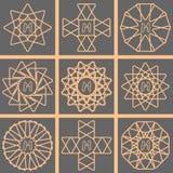 Złocisty pełen wdzięku kreskowy monograma loga set ilustracja wektor