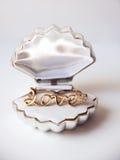 Złocisty pierścionek w pudełku Obraz Royalty Free