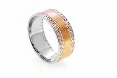 Złocisty pierścionek z diamentami Zdjęcie Royalty Free