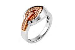Złocisty pierścionek z diamentami Fotografia Stock