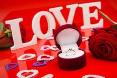 Złocisty pierścionek z diamentem Obrazy Stock