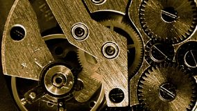 Złocisty rocznika zegarka mechanizmu pracować makro- zbiory wideo
