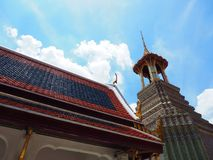 Złocisty stary Asia architektury pawilon z biel chmurą Zdjęcie Stock