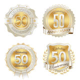 Złocistych i Białych Rocznicowych odznak rok 50th świętowanie Zdjęcie Stock