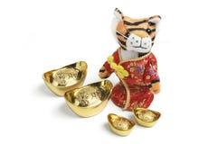 złocistych ingots miękka tygrysa zabawka Zdjęcie Royalty Free