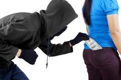 Złodziej kraść pieniądze od kieszeni kobieta Obrazy Royalty Free