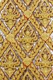 Złota ścienny laithai świątynia przy Thailand obrazy stock