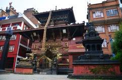 Złota świątyni lub Hiranya Varna Mahavihar pagoda wewnątrz Obrazy Royalty Free