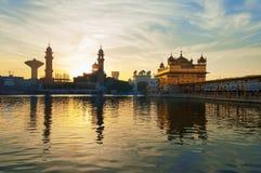 Złota świątynia w wczesnym poranku przy wschodem słońca Amritsar indu zdjęcie stock