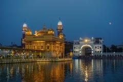 Złota świątynia w wieczór Amritsar, India zdjęcia stock