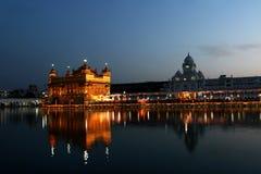 Złota świątynia w wieczór amritsar indu Obrazy Stock
