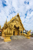 Złota świątynia z zadziwiać chmury Fotografia Royalty Free